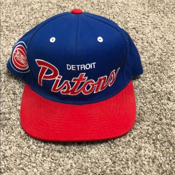 official photos 5c582 e0817 Mitchell   Ness Detroit Pistons SnapBack. M 5ae1e241d39ca226f20d6da6